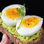 全卵の黄身は脂質が多いから捨てるべき!?